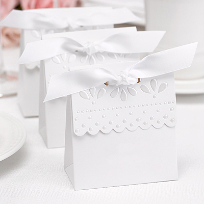 A Tent Favor Boxes White Scalloped  25ct