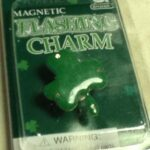 Clover Flashing Charm
